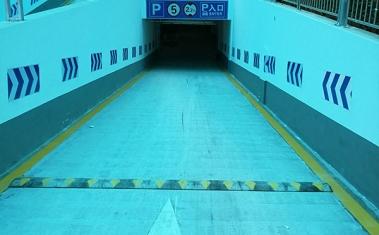地下停车场入口标线施工