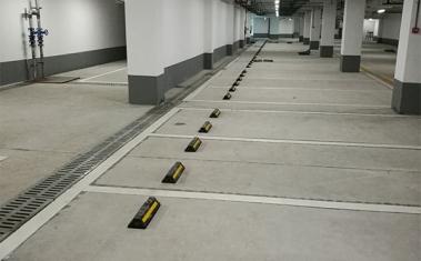停车场橡胶挡车器安装
